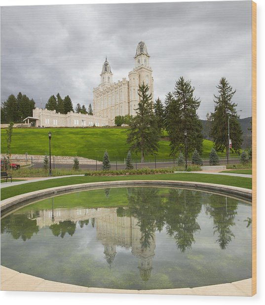 Reflections Of The Manti Temple At Pioneer Heritage Gardens Wood Print