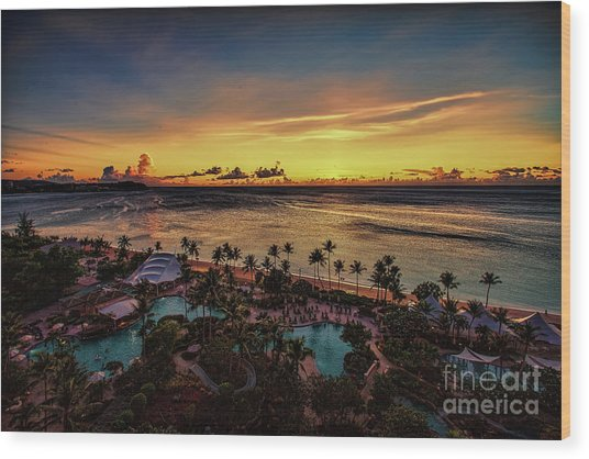 Wood Print featuring the photograph Resort Sunset by Ray Shiu