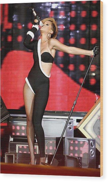 Rihanna On Stage For Pepsi Fan Jam Wood Print