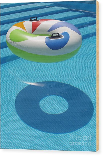 Ring In A Swimming Pool Wood Print