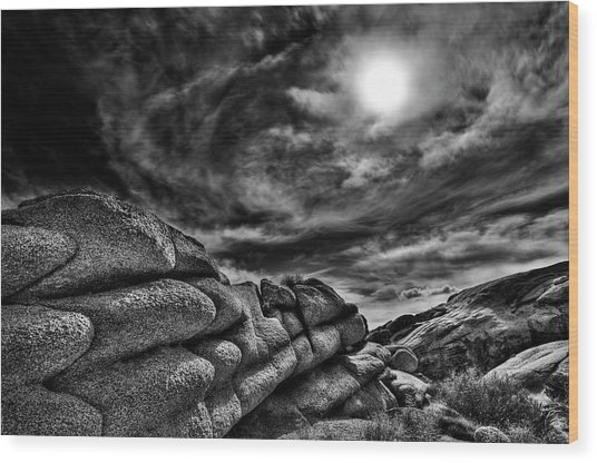 Rock Ledge With Swirling Sky Wood Print by Gary Zuercher