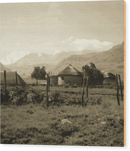 Rondavel In The Drakensburg Wood Print