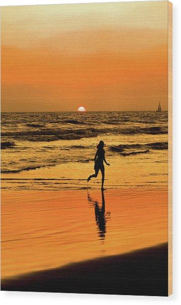 Run To The Sun Wood Print