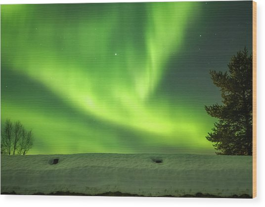 Sapmi Hut Rooftop Under The Northern Lights Karasjok Norway Wood Print