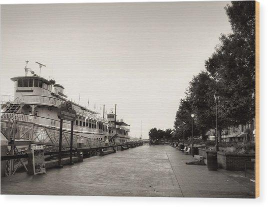 Savannah City Hall Landing In Black And White Wood Print
