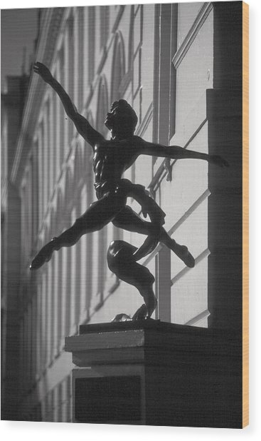Sculpture London  Wood Print by Douglas Pike