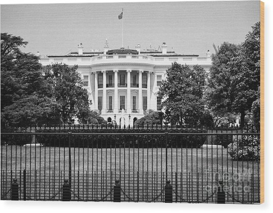 security fencing outside the southern facade of the white house Washington DC USA Wood Print