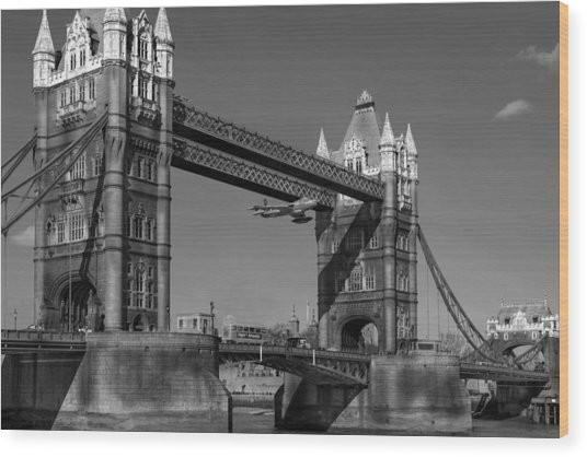 Seven Seconds - The Tower Bridge Hawker Hunter Incident Bw Versio Wood Print