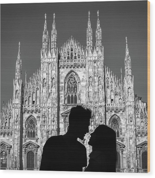 Silhouette Of Young Couple Kissing In Front Of Milan's Duomo Cathedral Wood Print