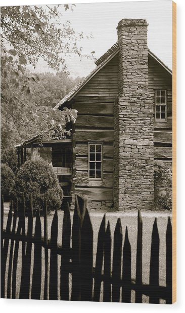 Smokey Mountain Farm Cabin With Picket Fence Wood Print by Kimberly Camacho