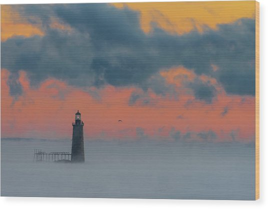 Smokey Sunrise At Ram Island Ledge Light Wood Print