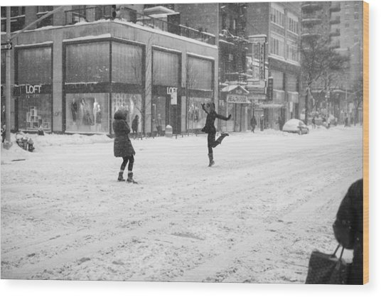 Snow Dance - Le - 10 X 16 Wood Print