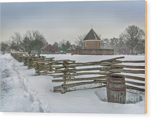 Split Rail Fence In Front Of Colonial Williamsburg Magazine Wood Print