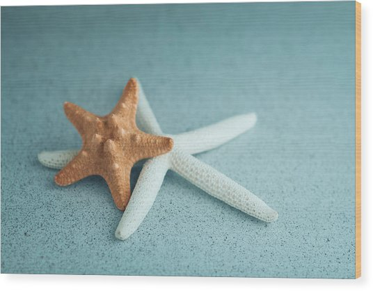 Starfish On Aqua Wood Print