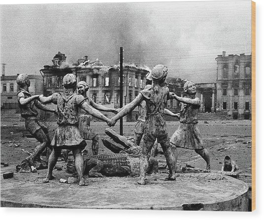 Statue Of Children After Nazi Airstrikes Center Of Stalingrad 1942 Wood Print