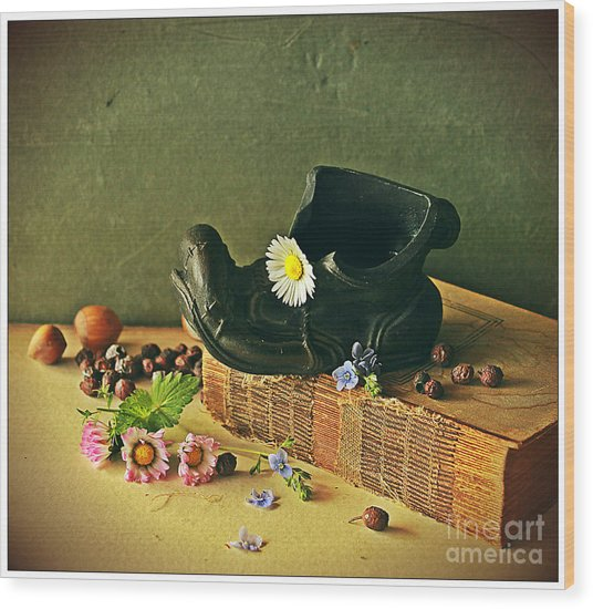 Still Life With Daises Wood Print
