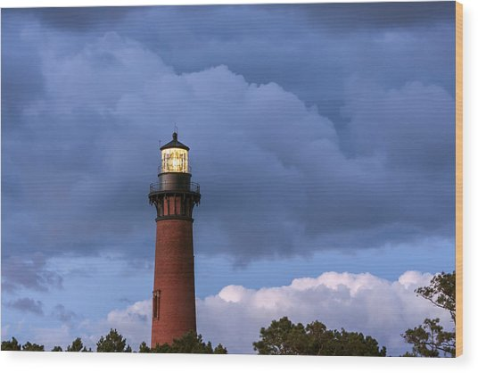 Storm Looms Near Currituck Beach Lighthouse Wood Print