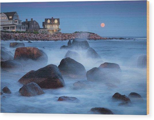 Strawberry Moon At Spray Rock Wood Print
