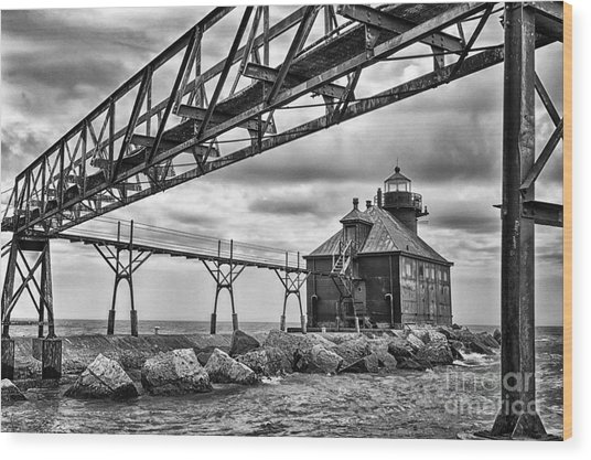Sturgeon Bay Ship Canal North Pierhead Lighthouse In Black And White Wood Print