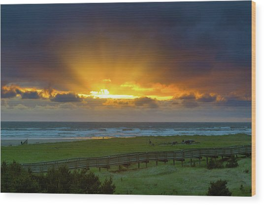 Sun Rays At Long Beach Washington During Sunset Wood Print