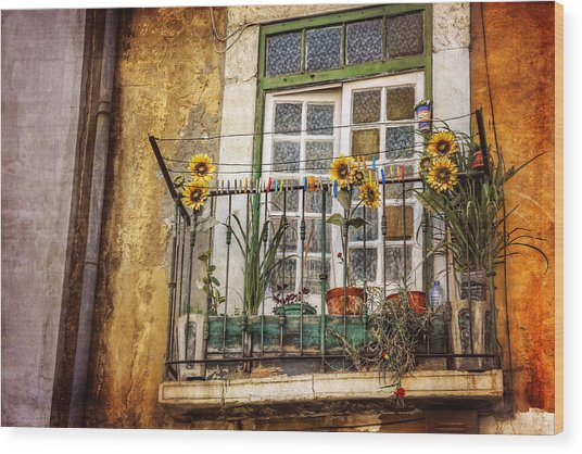 Sunflowers In The City Wood Print