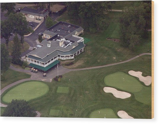 Sunnybrook Golf Club Clubhouse Wood Print by Duncan Pearson