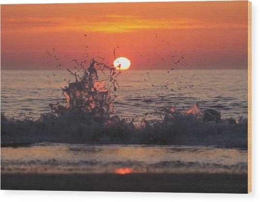 Sunrise And Splashes Wood Print