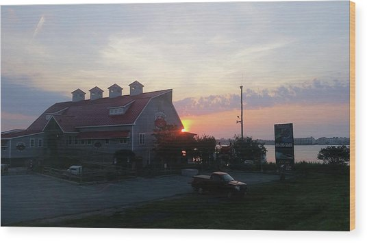 Sunrise At Hooper's Crab House Wood Print