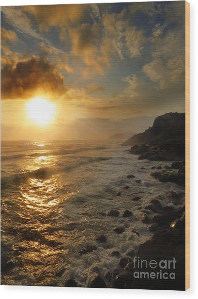 Sunrise By The Rocks Wood Print