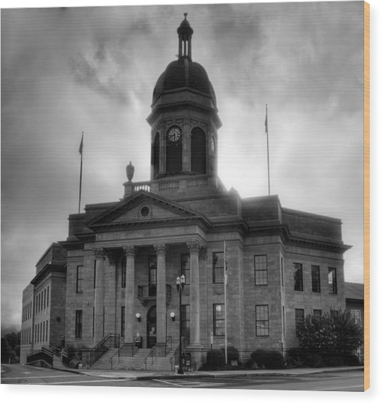 Sunrise On Cherokee County Courthouse In Black And White Wood Print