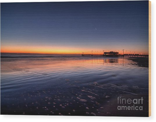 Sunrise On The Beach Wood Print by Michael Herb