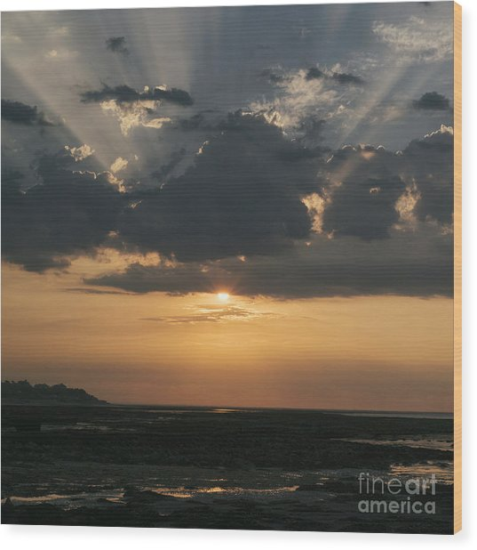 Sunrise Over The Isle Of Wight Wood Print