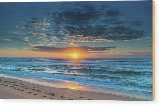Sunrise Seascape With Footprints In The Sand Wood Print