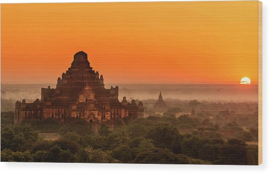 Sunrise View Of Dhammayangyi Temple Wood Print