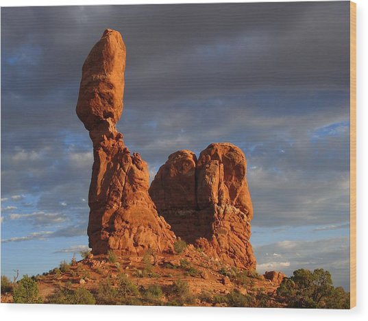 Sunset At Balanced Rock Wood Print