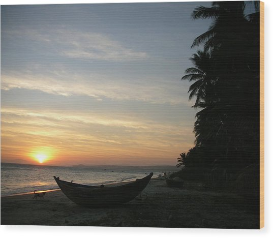 Sunset On The Beach In Vietnam Wood Print