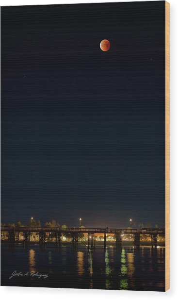 Super Blood Moon Over Ventura, California Pier Wood Print