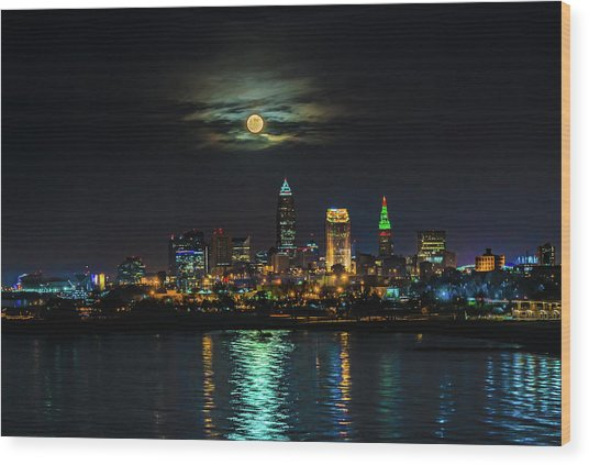 Super Full Moon Over Cleveland Wood Print