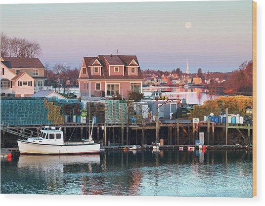Supermoon Over Shapleigh Island Portsmouth Wood Print by Eric Gendron