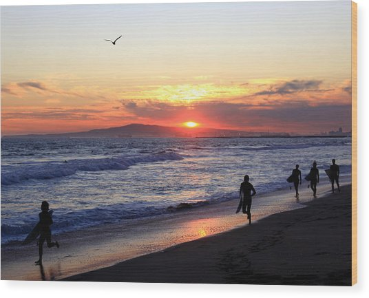 Surfers At Sunset Wood Print by Frank Freni