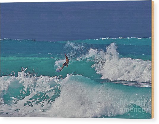 Surfing At Anaeho'omalu Bay Wood Print