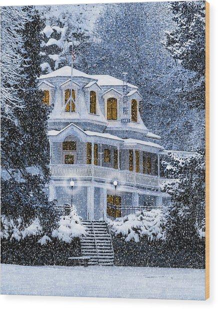 Susanville Elks Lodge At Christmas Wood Print