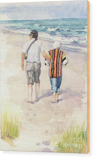 Sweethearts At The Beach Wood Print