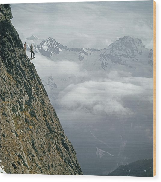 T-404101 Climbers On Sleese Mountain Wood Print