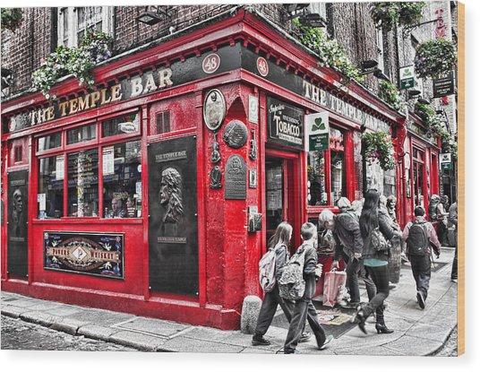 Temple Bar Pub Wood Print
