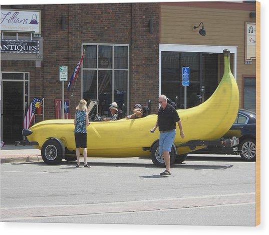 The Big Banana Car Stops By Wood Print