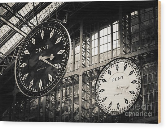 The Dent Clock And Replica At St Pancras Railway Station Wood Print