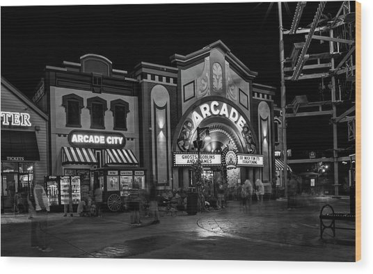 The Island Arcade In Black And White Wood Print
