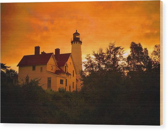 The Light At Dusk Wood Print