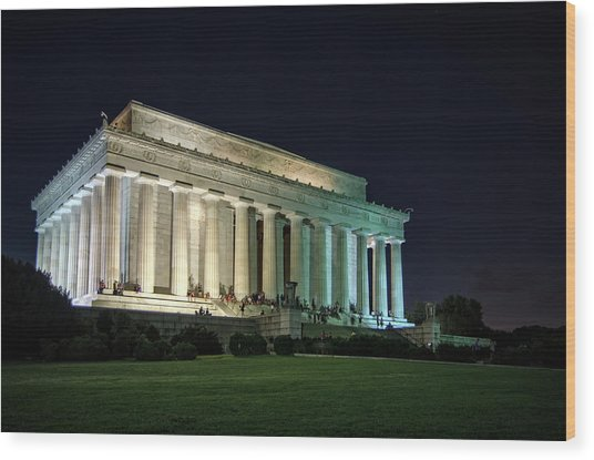 The Lincoln Memorial At Night Wood Print by Greg Mimbs